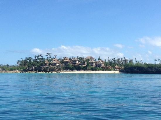 Tepanee Beach Resort : Tepanee Huts and private beach