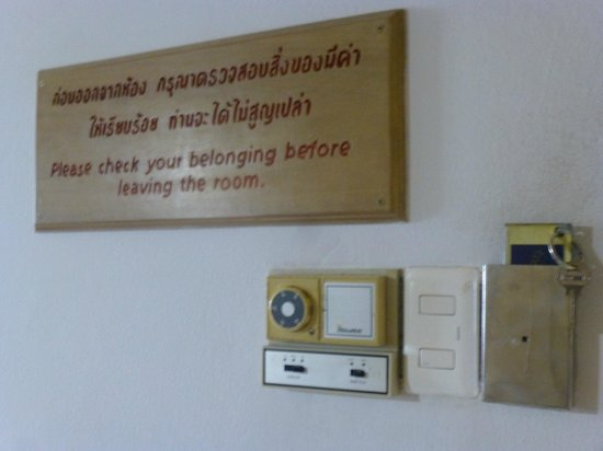 A A Pattaya Hotel: a/c controller in the room