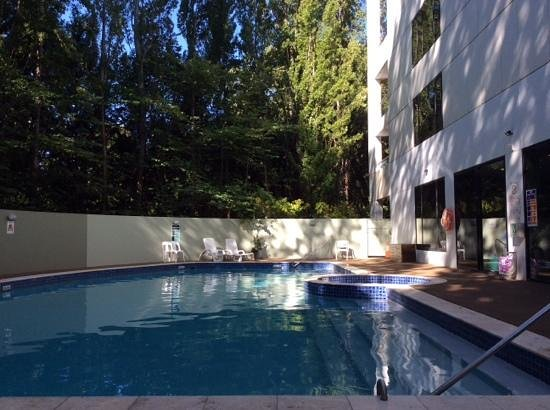 Crowne Plaza Hotel Canberra: hotel pool at crown plaza canberra
