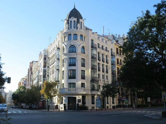 Innside Madrid Luchana: 綺麗な外観です