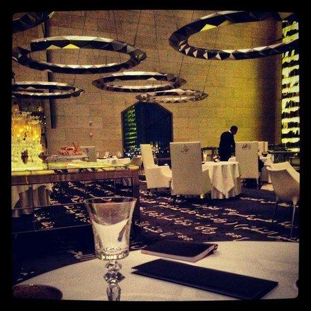 Idam: La salle du restaurant, signée Philippe Starck