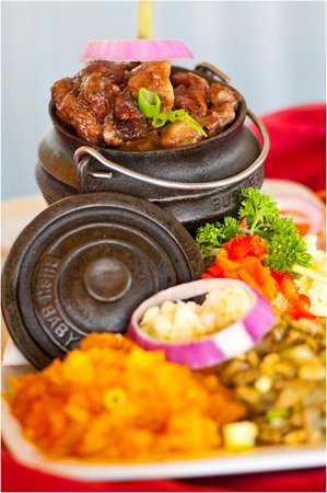 Gisters Restaurant: OXTAIL SERVED WITH VEGETABLES AND SAMP