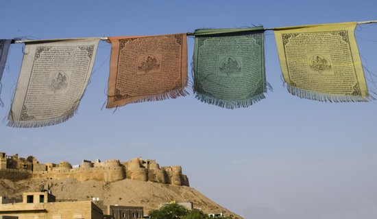Mystic Jaisalmer Hotel: beautiful tibetan flags