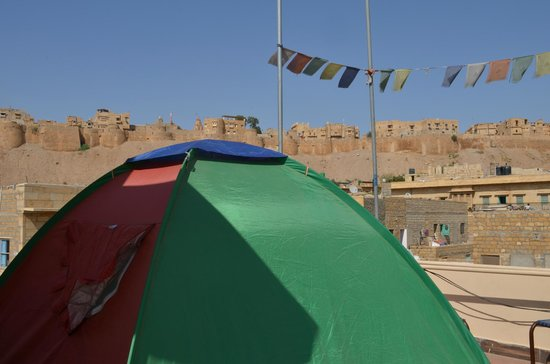 Mystic Jaisalmer Hotel: camp on the roof top