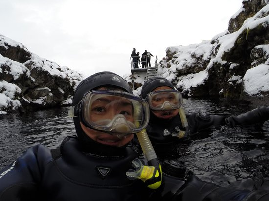 Scuba Iceland: Just got down into the water from the stairs!
