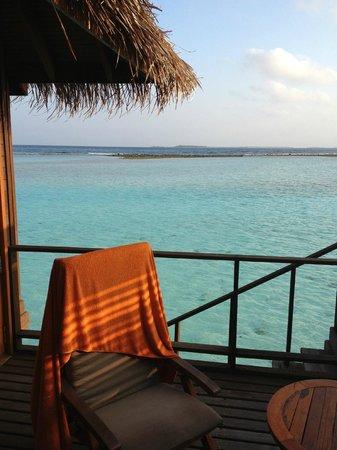 Sheraton Maldives Full Moon Resort & Spa: Private bacony on the water