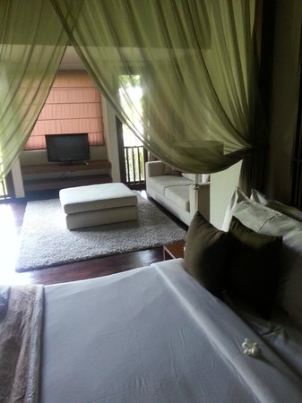Kanishka Villas: Comfortable and relaxing with all you can want in the room.