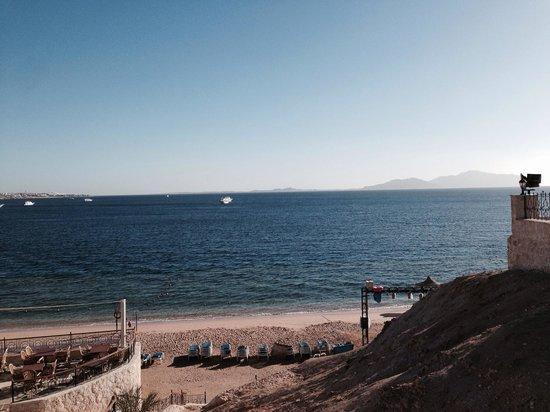 Sultan Gardens Resort: Spiaggia dell' albergo vista dalle scale