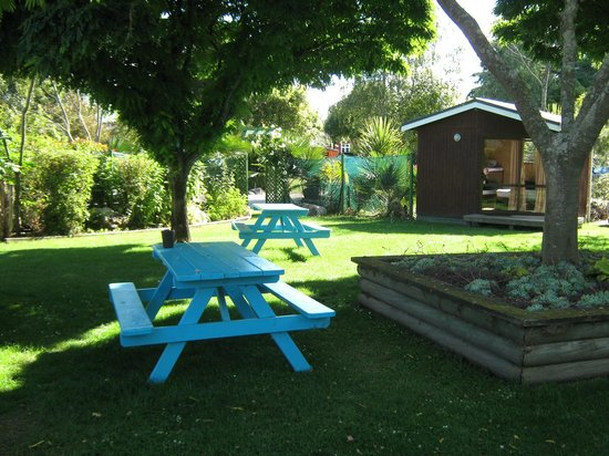 Fernwood Holiday Park: bench seats