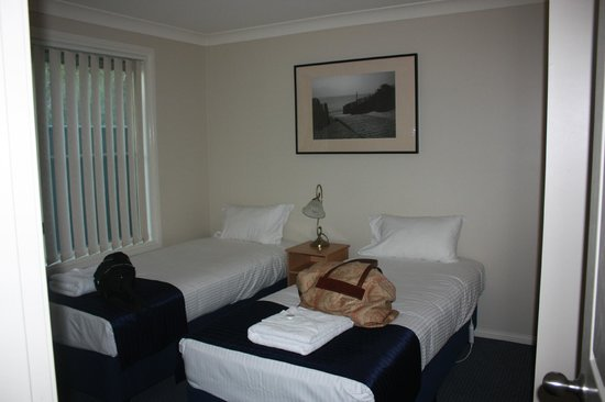 Colonial Court Villas Serviced Apartments: one of the double rooms