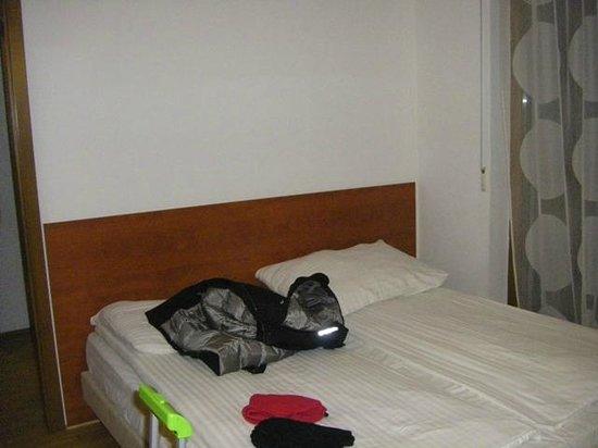 Mango Aparthotel and Spa : letto in sala