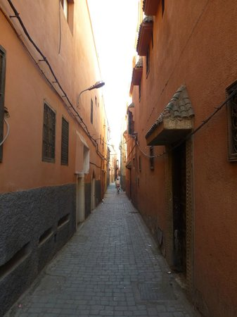 Riad Badi: Narrow streets in the medina