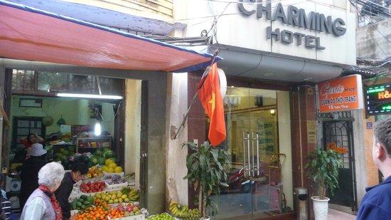 Hanoi Charming Hotel : Entrance to the hotel