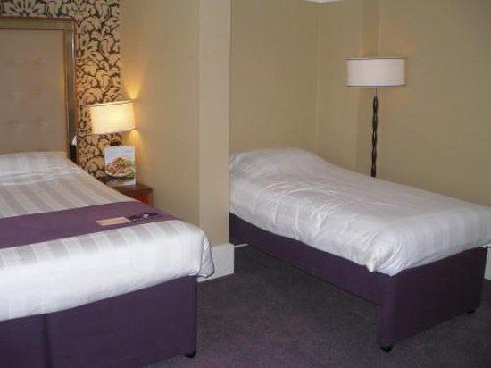 Premier Inn Bournemouth Central Hotel: Familienzimmer mit einem Zustellbett