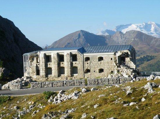 """กอร์ตีนาดัมเปซโซ , อิตาลี: Museo di guerra 1914-18 """"Tre Sassi"""" Valparola Cortina d'Ampezzo"""