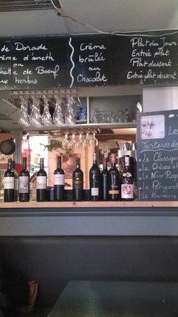 Le Lopain'Kess : Les vins du monde (excellents) et de France sont exposés