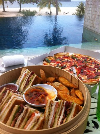 Four Seasons Resort Langkawi, Malaysia : Lunch at the Quiet pool