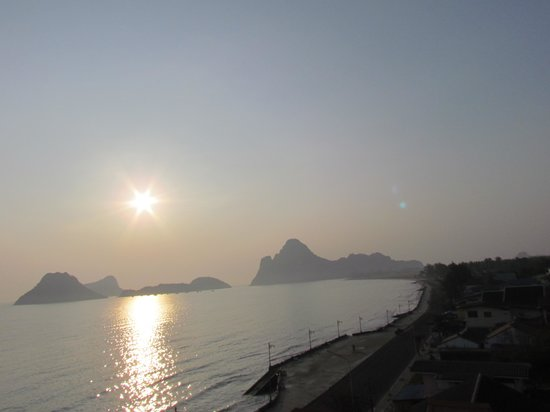 Prachuap Beach Hotel: The view from our window