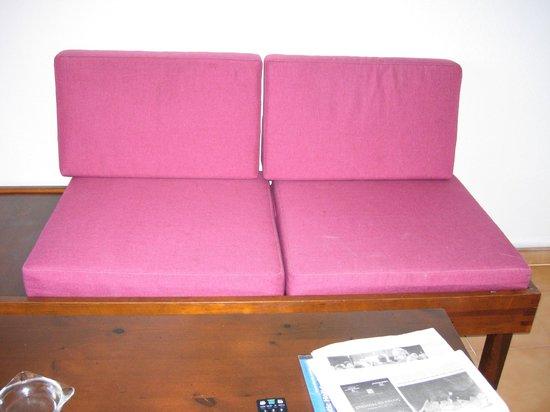 Apartamentos Albatros : little dirty and uncomfortable sofa