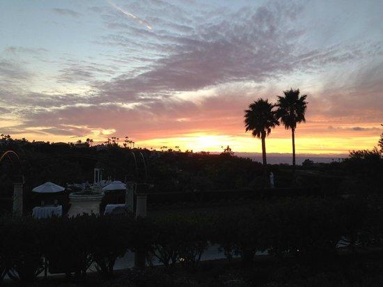 Monarch Beach Resort: Sunset over wedding garden