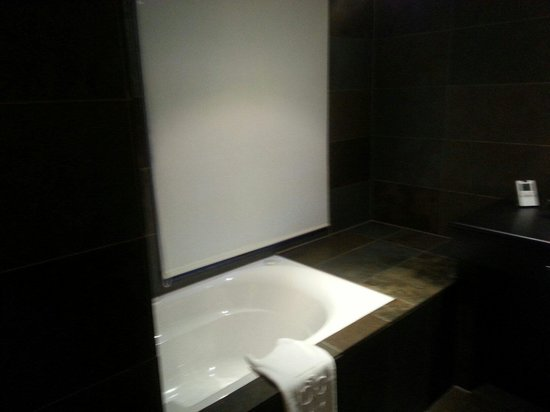 Hotel Cour du Corbeau Strasbourg - MGallery Collection: Salle de bain Chambre DELUX