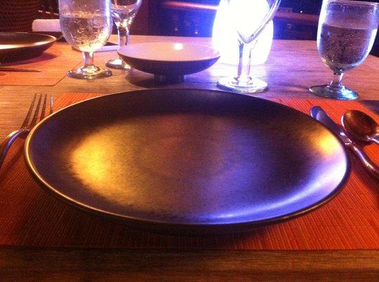 Ikan-Ikan : table setting