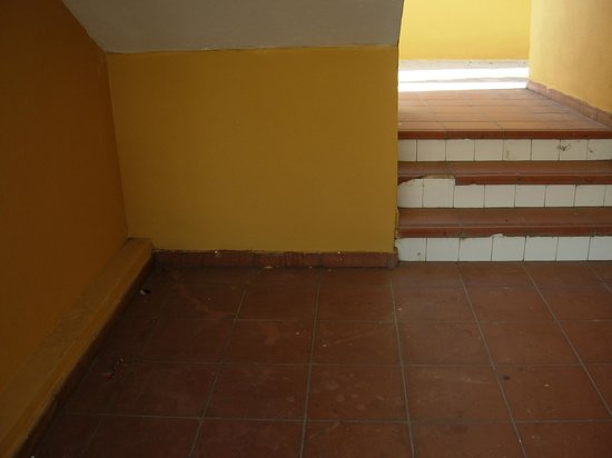 Apartamentos Albatros: outdoor stairs leading to the studios
