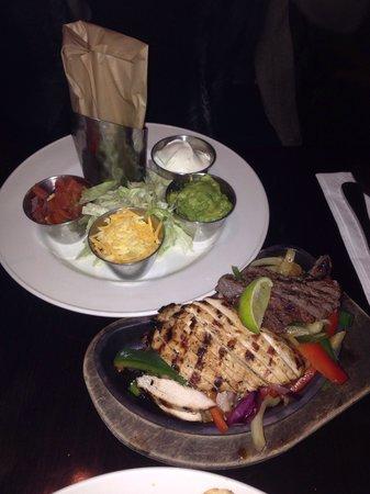 Hard Rock Cafe Berlin: Fajitas beef&chicken