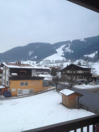 Hotel Austria: View of the lefthand slope