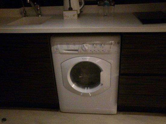Fraser Suites New Delhi: Washing Machine