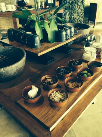 Alila Ubud: Complimentary afternoon tea poolside