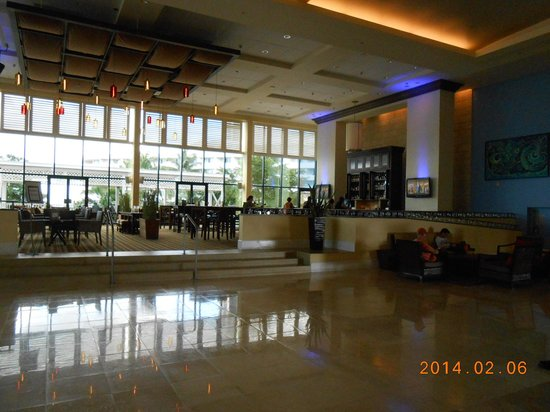 Melia Nassau Beach - All Inclusive: lobby bar
