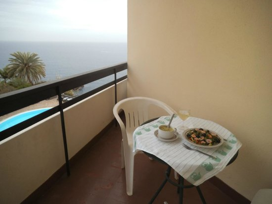 Duas Torres: Lunch on the balcony
