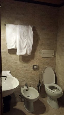 Hotel La Stua : Bagno camera 202