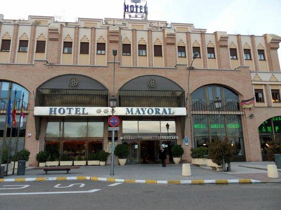 Hotel Mayoral: Entrada al hotel, al lado Estación de Autobuses