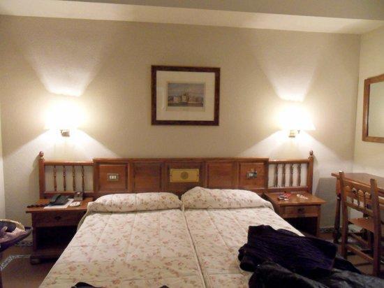 Hotel Mayoral: Habitación hotel