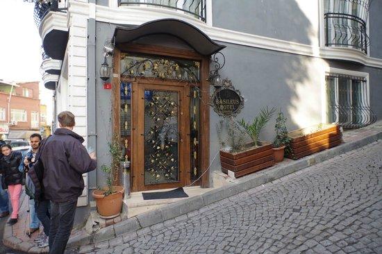 Basileus Hotel: The hotel entrance