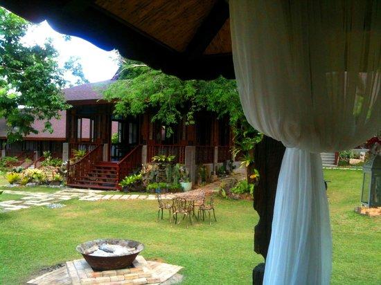 Sophia's Garden Resort : Restaurant & firepit - from the gazebo