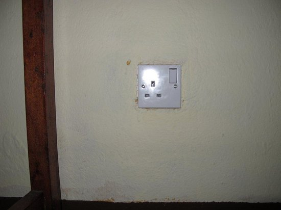 Arusha Safari Lodge : Accessible electrical plug- not working...