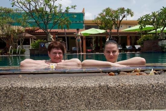 Sabai Resort: основной бассейн