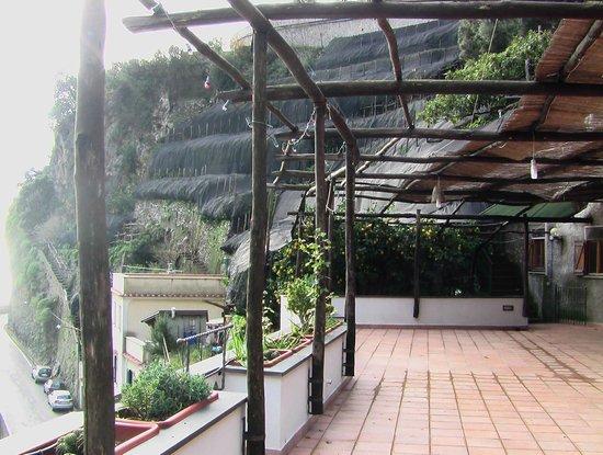 La Pergola Hotel: amalfi-hotel la pergola-terrazzo