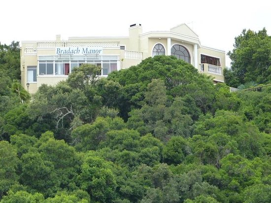Bradach Manor: View from main road in Knysna
