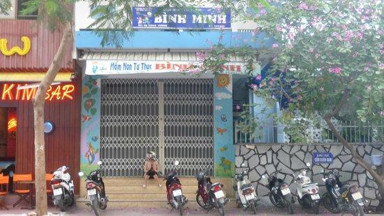 Hoang Hai (Golden Sea) Hotel: Kindergarten across the street