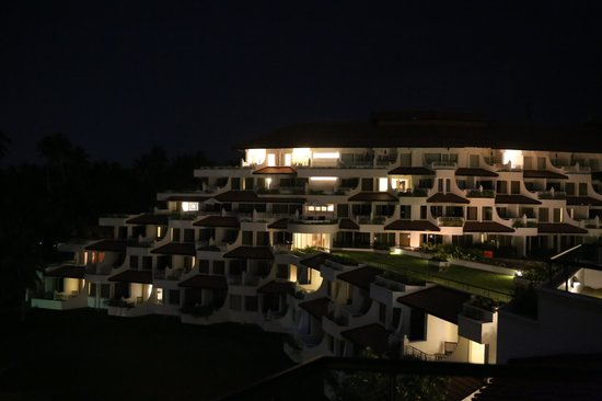 Vivanta by Taj - Bentota: The hotel at night