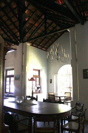 Villa de Zoysa: dining room