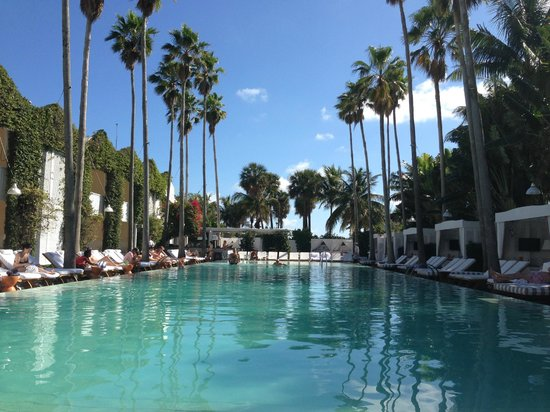 Delano South Beach Hotel: La piscina..