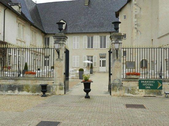 Chateau de Pizay: Cour d'entrée du Chateau