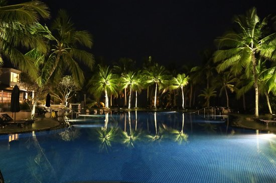 Vivanta by Taj - Bentota: The pool at night