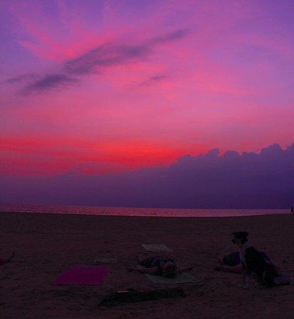 Villa de Zoysa: sunset from local beach
