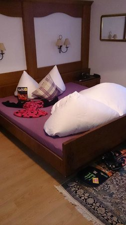 Alpin Hotel Garni Eder: Bed, which was always arranged beautifully
